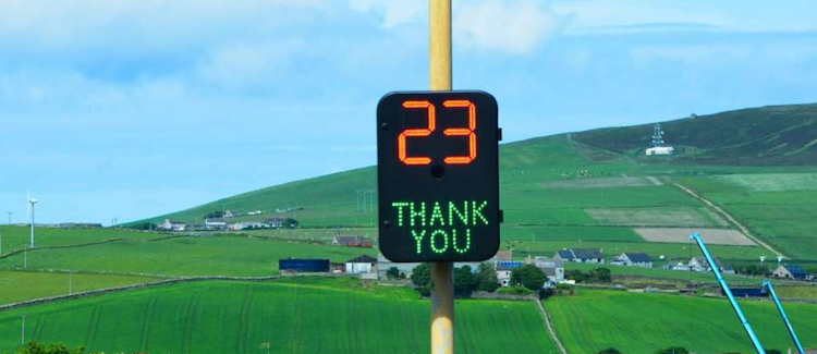 Speed-signage